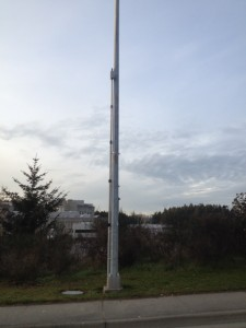 Crossfire on mounting pole